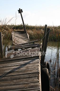ist2_5255683_dangerous_dock.jpg